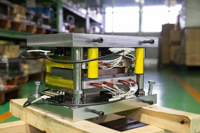 難成形素材の絞り加工